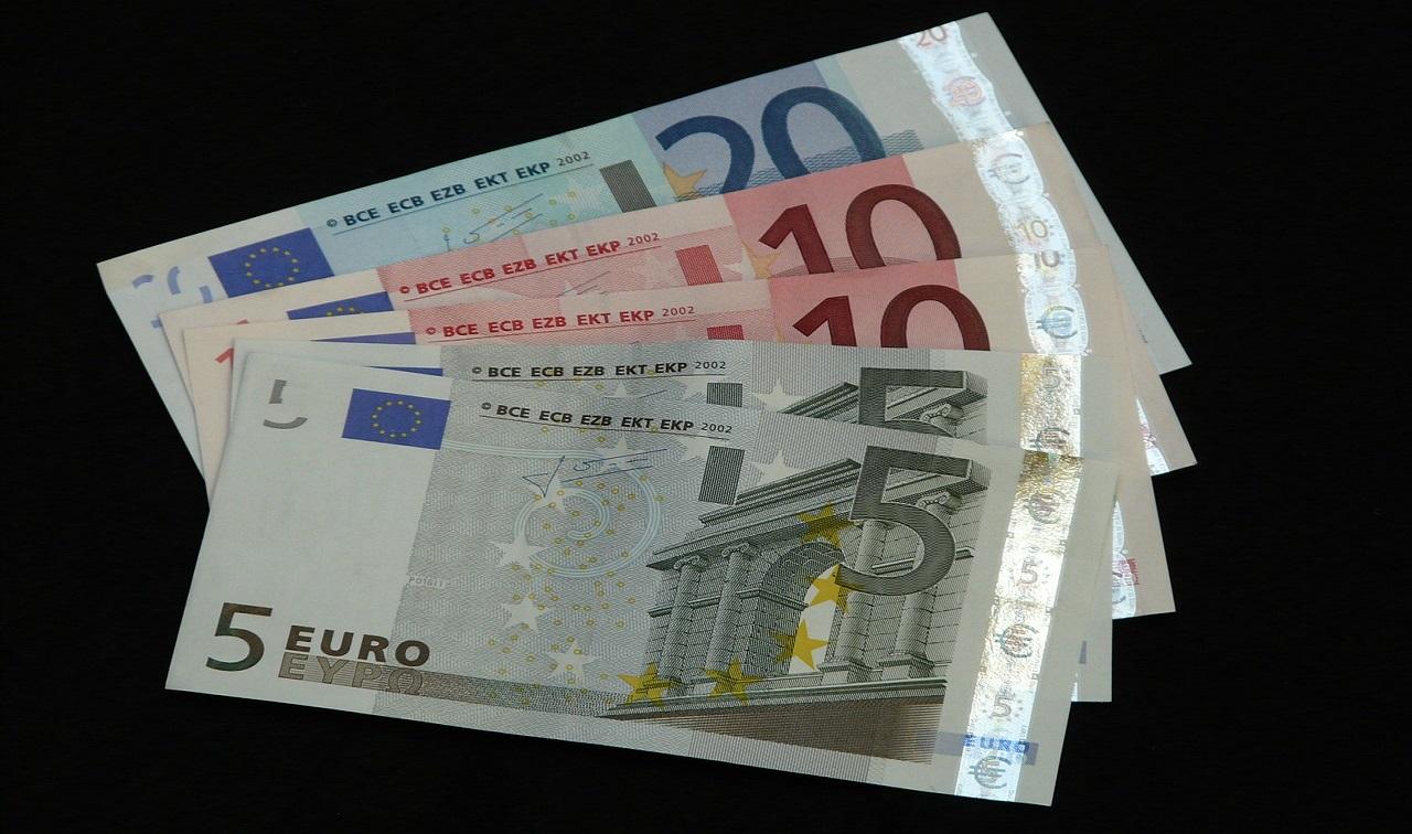 money-8887_1280